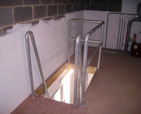 Tubular handrail to stairwell