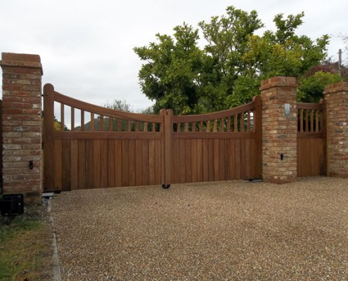 Automated hardwood scalloped winsor gates