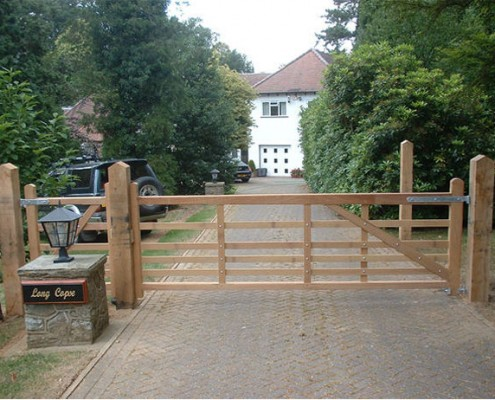 Iroko hardwoog 5 bar gate on oak posts
