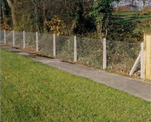 1.2 metre chainlink on concrete posts