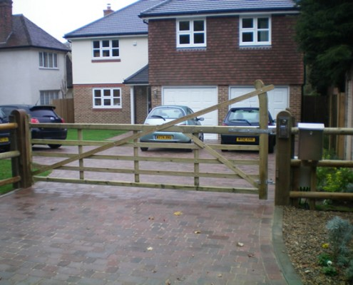 Wooden yeoman field gate tanalised softwood automated