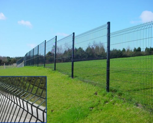 Single wire mesh boundary fencing stepped